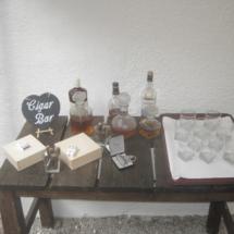 StuhlHussenWorld Snapsbar für die Hochzeit im Stadl des Waldhaus zur alten Tram in Strasslach