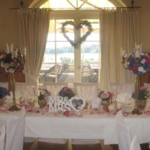 StuhlHussenWorld Dekoration Brauttisch mit hohen Kerzenleuchter für Hochzeit im Hotel Aschbacher Hof in Aschbach