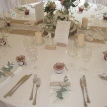 StuhlHussenWorld Tisch Dekoration mit Blumen für Hochzeit im Stadl des Waldhaus zur alten Tram in Strasslach