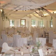 StuhlHussenWorld Dekoration mit Blumen für Hochzeit im Stadl des Waldhaus zur alten Tram in Strasslach